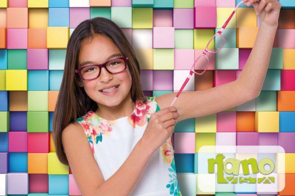 optiek-claeys-zottegem-kinderbrillen-nano-vista-girl-hand-001