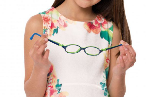 optiek-claeys-zottegem-kinderbrillen-nano-vista-girl-hand-002